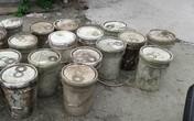 Hải Phòng: Trục vớt gần 30 thùng phi chất thải khiến nước kênh Hòa Bình bị ô nhiễm nghiêm trọng