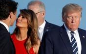 """Hành động """"đáp trả"""" của vợ Tổng thống Trump khi ông có cử chỉ thân mật cùng Đệ nhất phu nhân Pháp"""