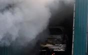 Hà Nội: Kho hàng cháy lớn, xế hộp bị thiêu rụi