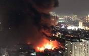 Cháy lớn tại nhà máy phích nước Rạng Đông, lửa lan sang nhà dân, xe cấp cứu đến rồi đi ngay
