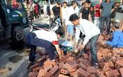 Tai nạn thương tâm:  Vợ tử vong, chồng bị thương khi bị xe ô tô chở gạch đè trúng