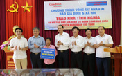 Báo Gia đình & Xã hội trao 100 triệu đồng cho các hoàn cảnh khó khăn tại Hà Tĩnh