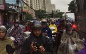 Hà Nội: Mưa to gây ngập nhiều nơi khiến giao thông tắc nghẽn kinh hoàng