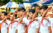 Đình Trọng, Quang Hải tham gia chào cờ đầu tuần với học sinh trường THCS Nguyễn Trường Tộ