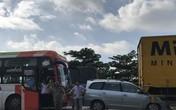 Xe giường nằm và xe tải kẹp nát xe 7 chỗ ở dốc Thiên Thu