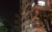 Bà nội trèo ban công sang phòng cháu, trượt chân rơi từ tầng 16 tử vong
