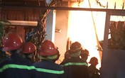 Gia đình 4 người say ngủ trong xưởng mộc bốc cháy ở Bình Dương