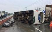 Kinh hoàng cảnh tượng xe khách văng bánh, lật nhào, 26 hành khách kêu cứu