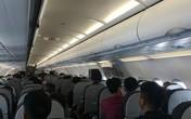 Nữ hành khách 'chôm' áo phao trên máy bay