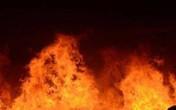 Nhà xưởng cháy ngùn ngụt trong đêm ở TP.HCM