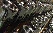 Tại sao chai rượu vang thường lõm đáy?