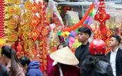 Video: Người Hà Nội ùn ùn kéo đến Hàng Mã sắm Tết