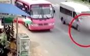 Vội bắt chuyến xe, nữ sinh lớp 6 bị ô tô tông trực diện khi băng sang đường