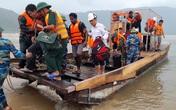 Cứu hộ thành công 16 thuyền viên mắc kẹt trên tàu hàng ở vùng biển Hà Tĩnh