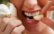 """7 cách ăn tỏi sai lầm nhiều người mắc khiến tỏi từ """"thần dược"""" trở thành """"thuốc độc"""""""