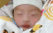 Hà Nội: Thêm một bé sơ sinh còn nguyên dây rốn bị bỏ rơi dưới cơn mưa tầm tã