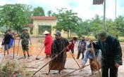 Quảng Bình: Lũ rút, tất bật dọn trường đón học sinh