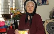"""Cụ bà 88 tuổi """"mổ"""" ống sắt đựng tiền tiết kiệm, đếm từng đồng để ủng hộ khúc ruột miền Trung"""