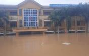 Trường học sập tường, bung cửa vì lũ lụt