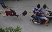 Người phụ nữ ngã đập mặt xuống đường khi bị giật túi xách