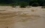 Hàng trăm hộ dân Quảng Bình bị cô lập do mưa lớn