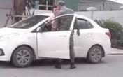 Hà Nội: Nhân viên bảo vệ chung cư cao cấp túm cổ, đạp liên tiếp vào tài xế taxi công nghệ vì nhắc nhở mà không chịu đi