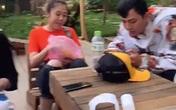 HOT: Hoài Lâm lộ ảnh mặc đồ đôi với gái lạ ở Đà Lạt sau 3 tháng ly hôn, giới thiệu là 'người yêu' với mẹ ruột trên livestream
