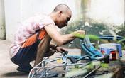 """Chàng trai biến xe đạp """"sắt vụn"""" thành xe """"mới toanh"""" tặng người nghèo ở Sài Gòn"""