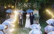 Đám cưới cực độc đáo tại Đà Lạt: Nhờ trời mưa mà cô dâu - chú rể xoay chuyển tình thế tạo cục diện bất ngờ, ngắm shoot ảnh để đời ai cũng tấm tắc