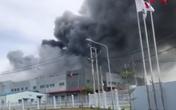 TP HCM: Đang có cháy lớn tại công ty thực phẩm, hàng trăm cảnh sát được huy động chữa cháy