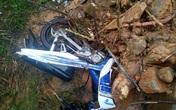 Cố tình vượt rào chắn cảnh báo sạt lở, hai thanh niên suýt bị đất đá vùi chết