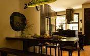 """Căn bếp với hệ tủ phá vỡ cấu trúc vân gỗ có """"một không hai"""" ở Hà Nội được hoàn thiện gần 180 triệu đồng"""