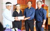 Báo Gia đình và Xã hội cùng các nhà hảo tâm đến thăm và trao quà cho đồng bào vùng lũ Hà Tĩnh