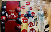 """Black Friday, hàng loạt shop thời trang bắt đầu tung """"bão giảm giá"""""""