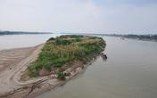 Hình dáng kỳ lạ của dải đất nổi giữa sông Hồng như một chiến hạm khổng lồ