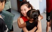 Khánh Vân và Lệ Hằng trao trăm triệu đồng cho dự án bảo vệ trẻ bị xâm hại tình dục