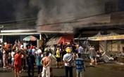 Sau tiếng nổ lớn, cửa hàng điện tử cháy dữ dội