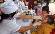 Phụ huynh nô nức đưa trẻ đi uống vitamin A liều cao đợt 2