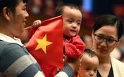 Cặp song sinh Trúc Nhi, Diệu Nhi xuất hiện ở đại hội thi đua yêu nước