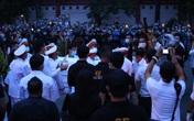 Người hâm mộ tiễn linh cữu nghệ sĩ Chí Tài ra sân bay về Mỹ