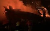 Quảng Bình: Tìm nguyên nhân tàu cá bốc cháy trong đêm