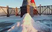 Lạnh -9 độ C, Fansipan xuất hiện băng giá khiến nhiều du khách xuýt xoa