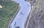 Xe đầu kéo va chạm với xe máy ở đèo Ô Quý Hồ khiến 2 người thương vong
