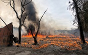 Hà Nội: Cháy lớn bãi rác rộng hơn 1.000m2 dưới chân cầu Thanh Trì, khói đen bao trùm cả bầu trời