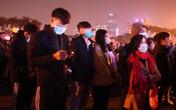 Hàng vạn người ùn ùn kéo đến sân vận động Mỹ Đình chờ đón countdown 2021