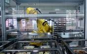 Trường học dùng robot cao 3m chuẩn bị bữa trưa cho học sinh