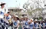 Sự cố hy hữu: Đang tạo dáng chụp hình, dàn thí sinh Hoa hậu Thái Lan bị rơi xuống vì cầu sập