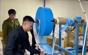 VIDEO: Cận cảnh nơi sản xuất khẩu trang kháng khuẩn bằng... giấy toilet