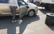 Bị xe máy đâm móp ô tô, vỡ gương, cặp vợ chồng vừa xuống xe đã có hành động khiến tất cả bất ngờ