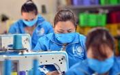 Hà Nội: Bỏ xưởng may áo mưa, nhóm công nhân quyết may khẩu trang tặng người dân để chống dịch COVID-19